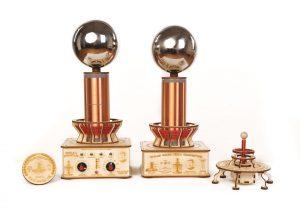 Teslov generator - Profesionalan in Baterijska teslova fontana, Sferni harmonizator in Teslov medaljon